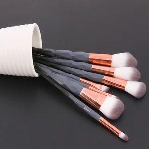 Other - • Brand new beautiful 7 Piece Makeup Brushes Set •